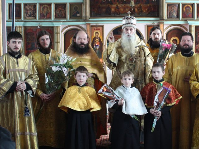 Архиерейская литургия в храме Пресвятой Троицы подмосковного поселка Шувое