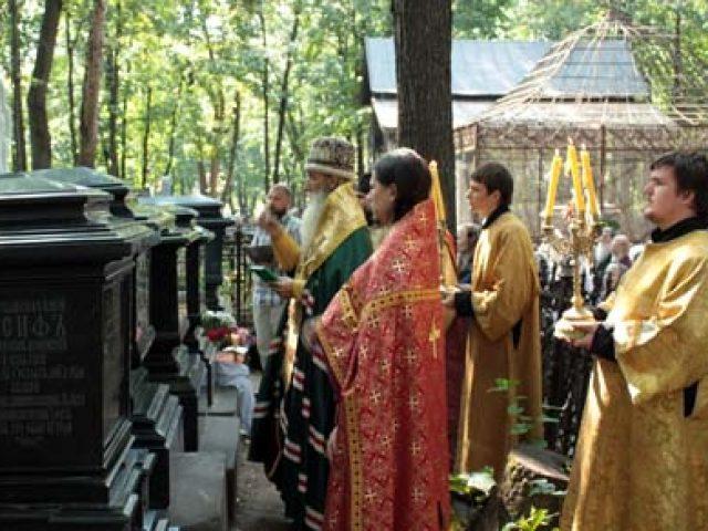 На архиерйских могилах установлен надгробный памятник митрополиту Алимпию