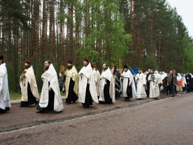В Московской епархии прошел крестный ход к беливским скитам