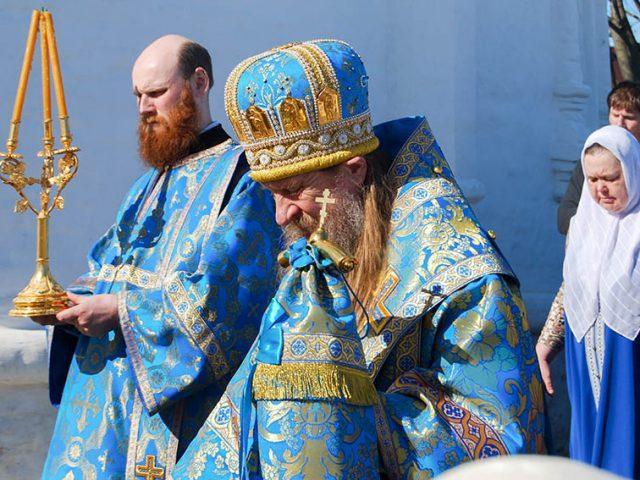 Празднование явления иконы Богородицы Федоровской в Костроме