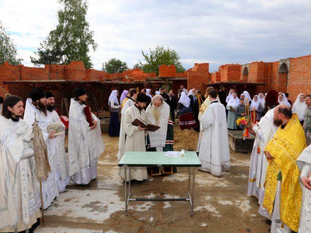 Чин основания храма совершил в Арзамасе митрополит Корнилий