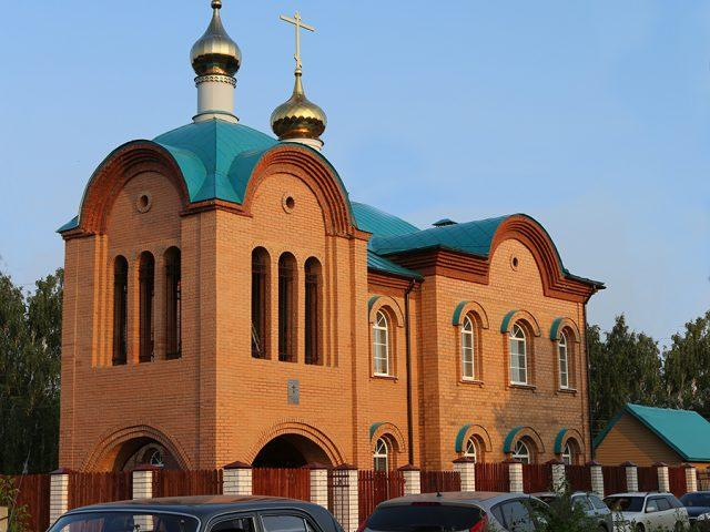 Всенародное строительство завершено. Необычный храм освящен в старинном уральском городе Невьянске
