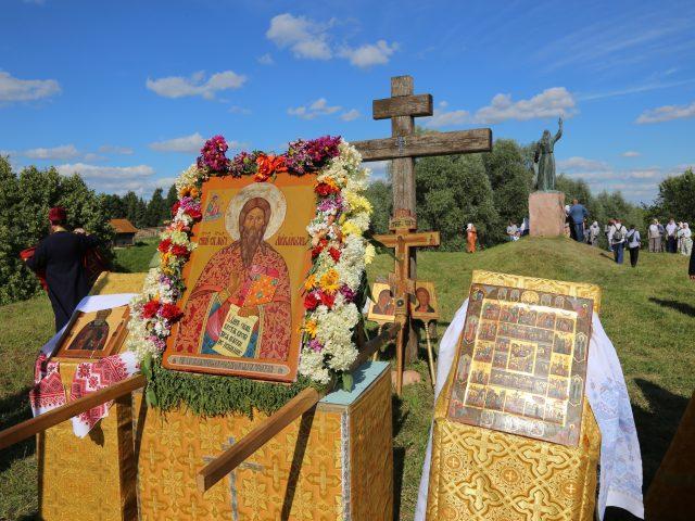 В Нижегородской земле владыка возглавил крестный ход, посетил местные храмы и оценил певческие навыки клирошан-старообрядцев