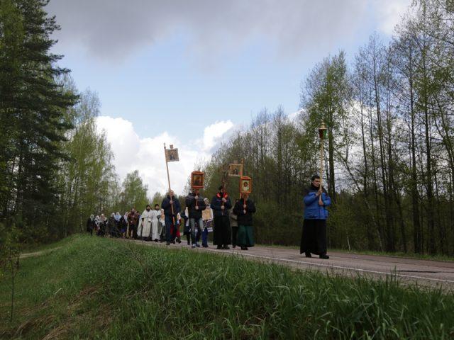 Сохраняя традицию: Крестный ход к могилам беливских иноков