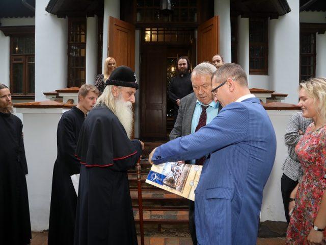 Митрополит Корнилий посетил дом-музей А.И. Морозова