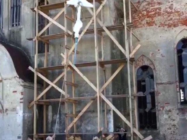 Поднятие крестов на Покровский собор в Боровске