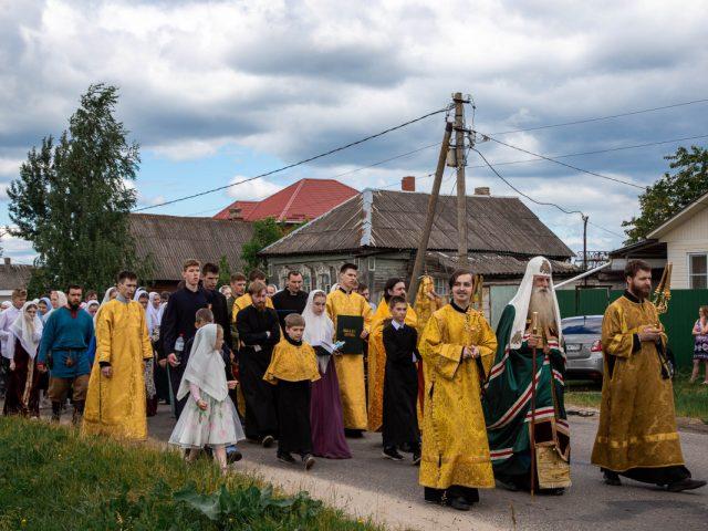 Крестный ход в подмосковном поселке Шувое