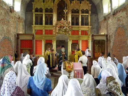 На память святой благоверной княгини Анны Кашинской митрополит Корнилий возглавил богослужение в храме поселка Кузнецы