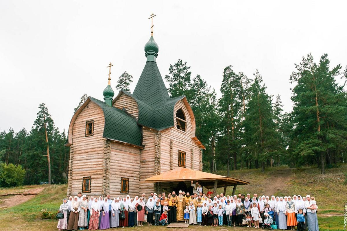 Участники освящения храма