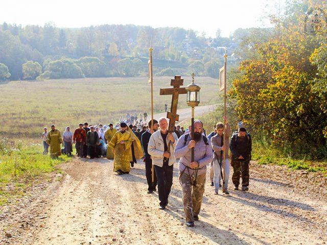 Крестный ход из Вереи в Боровск и торжества памяти прпмчц. Феодосии (боярыни Морозовой) и ее соузниц 2015