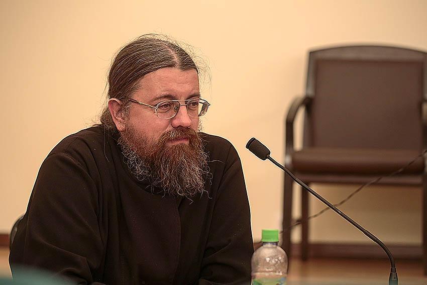 Ведущий вечера о.Никола Бобков