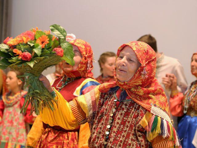 Казаки-некрасовцы украсили празднование Дня жен-мироносиц на Рогожском: показали знаменное пение, сохраняемое на протяжении столетий, представили выставку и рассказали о своей истории и культуре