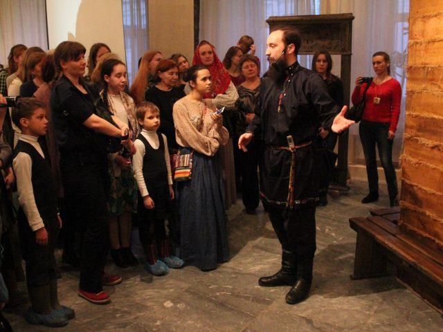 Звучали молитвы и слова благодарности: в Екатеринбурге проходит выставка культуры и предметов быта старообрядцев «Беловодье»