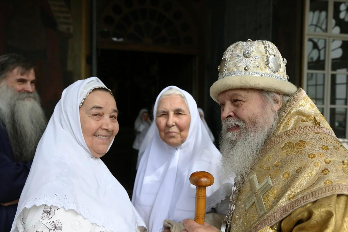 Преосвященный епископ Евмений и гости праздника