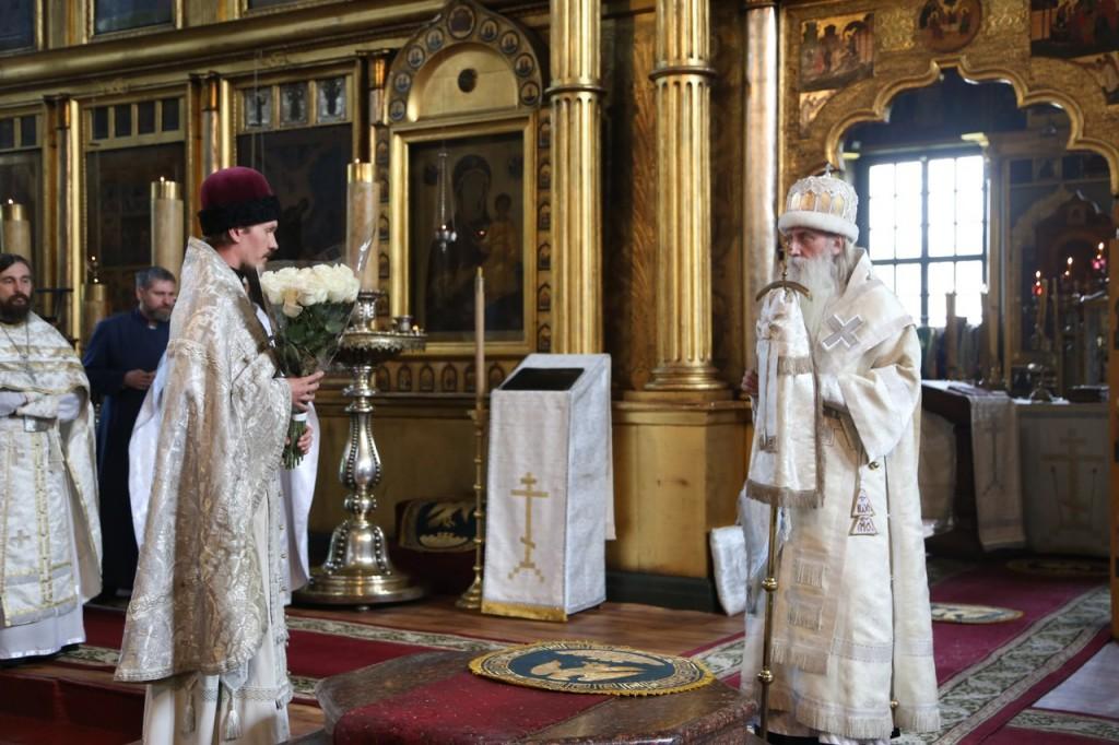 От лица Рогожской общины поздравляет священноинок Евагрий