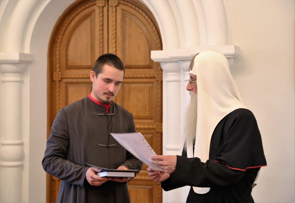 Вручение диплома выпускнику дневного отделения чт. Даниилу Андрюкову