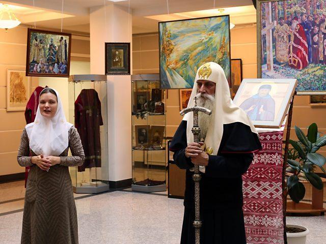 «Прекрасные в своей простоте картины»: на Рогожском открылась выставка старообрядческой художницы Софьи Волковой