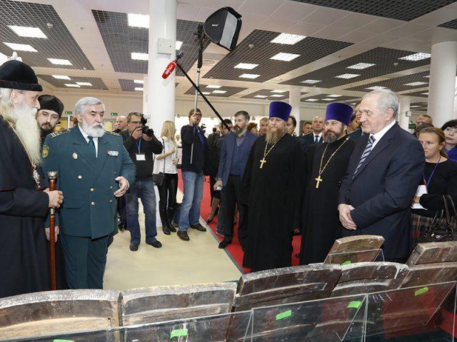 Старинные иконы, кресты и складни передали Старообрядческой Церкви сотрудники Федеральной таможенной службы России