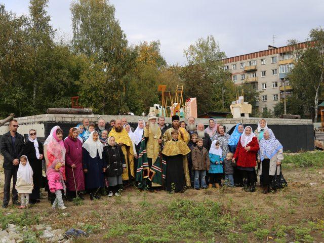 На Нижегородчине митрополит Корнилий посетил возрожденный храм, развивающуюся общину и место для строительства новой церкви