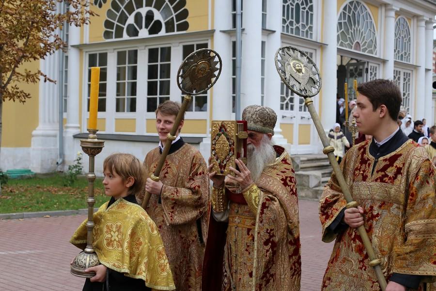 Настоятель Покровского кафедрального собора протоиерей Виктор Жельцов