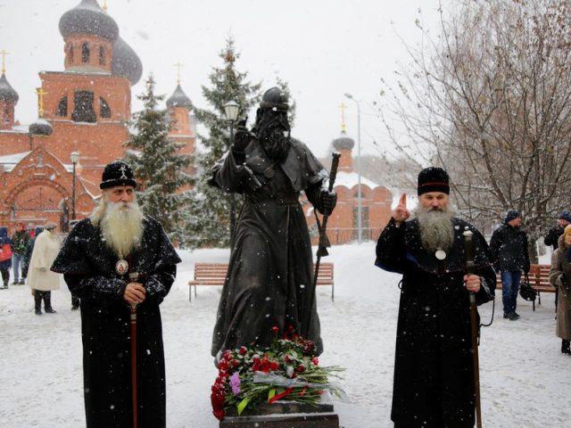 В Казани старообрядцы и светские власти открыли памятник митрополиту Андриану. «Он и после смерти остается учителем...»