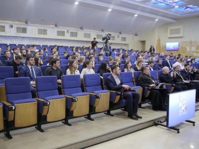 Молодежный форум прошел в Общественной палате