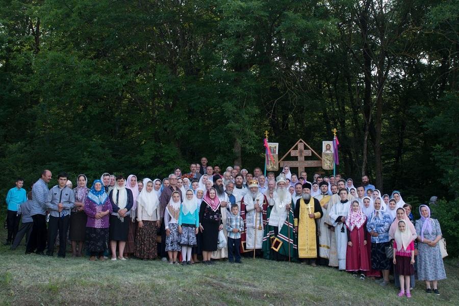 Участники крестного хода (2016)