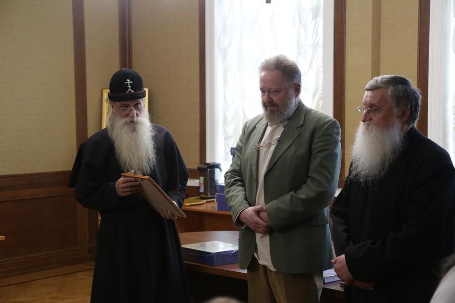 Митрополит Корнилий отметил труды ученых благодарственными грамотами