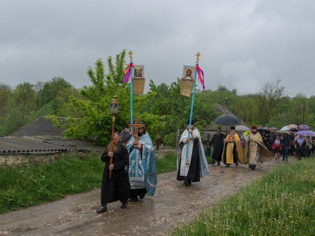 В Молдавии крестным ходом почтили память преподобных Павла и Алимпия Белокриницких