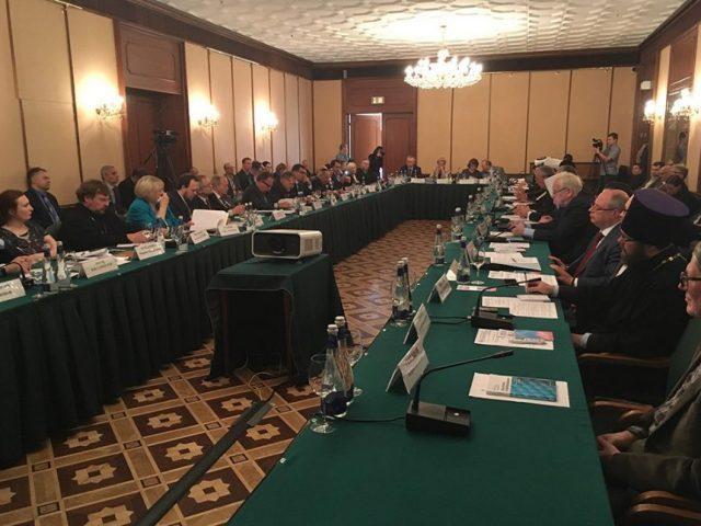 Митрополит Корнилий посетил научно-практическую конференцию «Современная модель отношений религиозных организаций и государства: российский и мировой опыт»