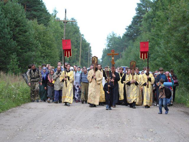 В Казанско-Вятской епархии прошел крестный ход на реку Великую