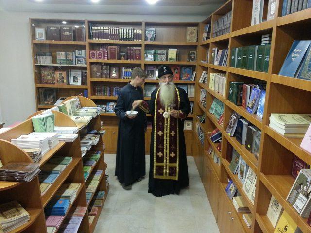 На Рогожском возобновляет работу церковная лавка