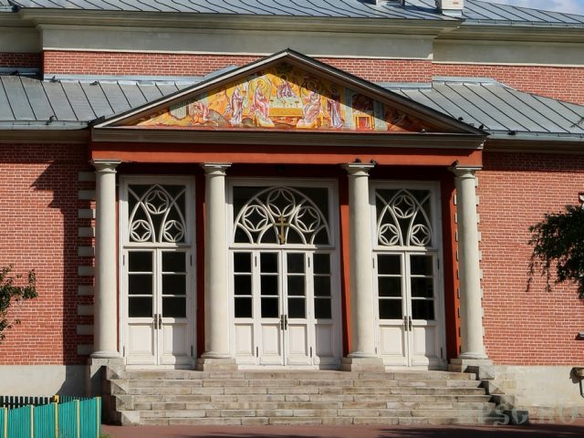 Восстановлена наружная роспись храма Рожества Христова