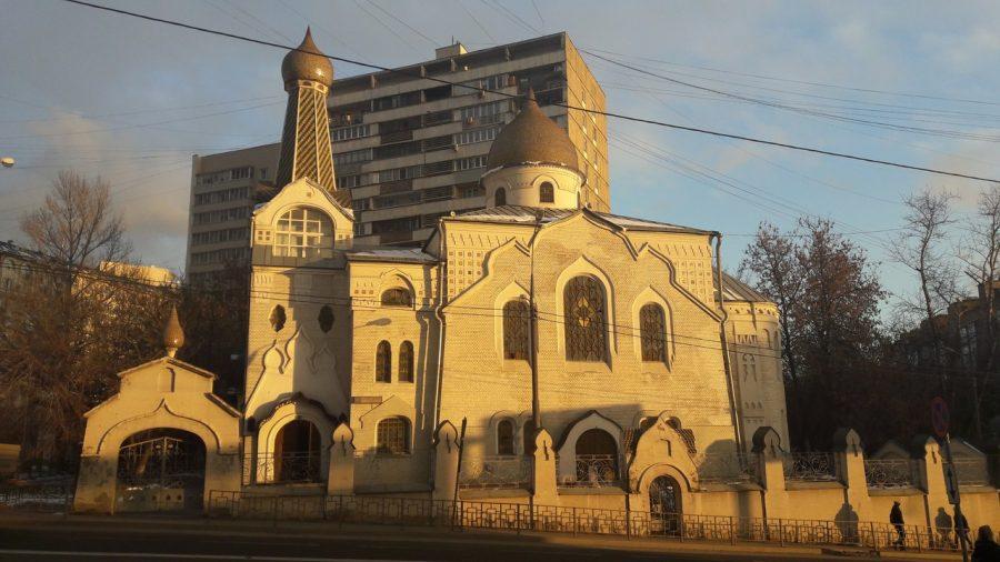 Первый молебен в московском Покрово-Успенском храме