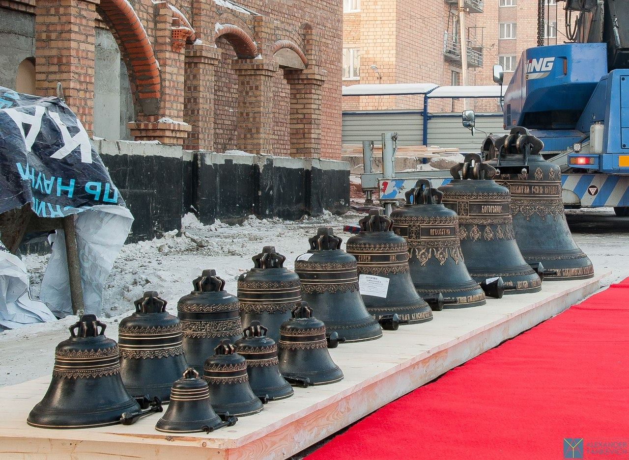 Голос строящегося храма:На звонницу церкви в Красноярске подняты колокола