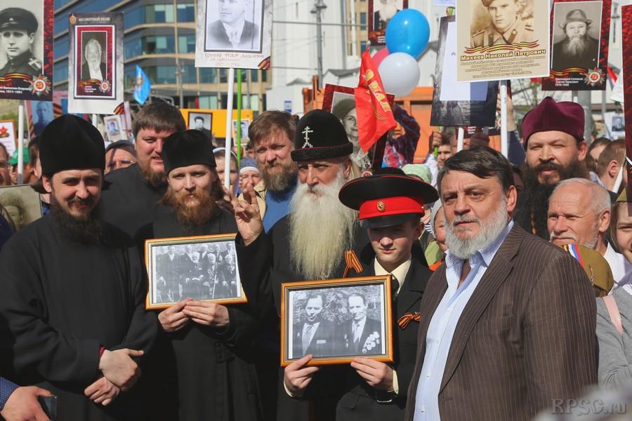 Прихожане московских храмов приняли участие в шествии «Бессмертный полк»
