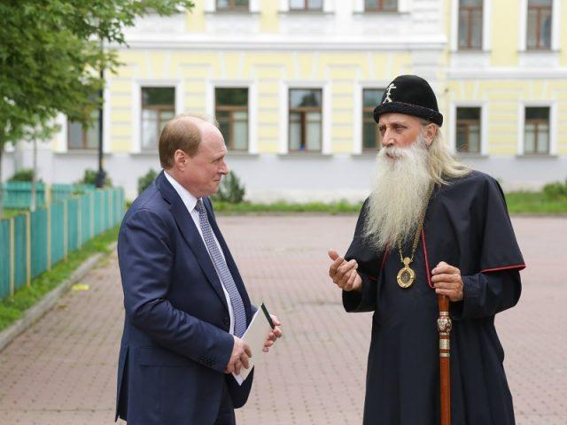 С Рогожским познакомился советник президента РФ В.И. Толстой