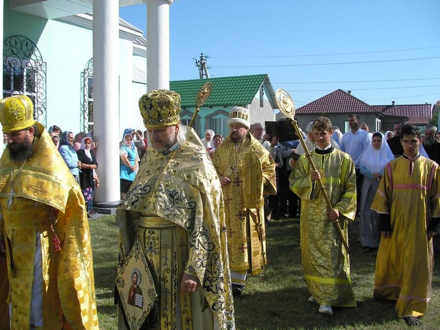 Престольный праздник и иерейская хиротония в Вилкове