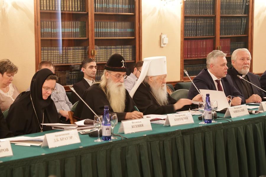 Митрополит Корнилий принял участие в круглом столе