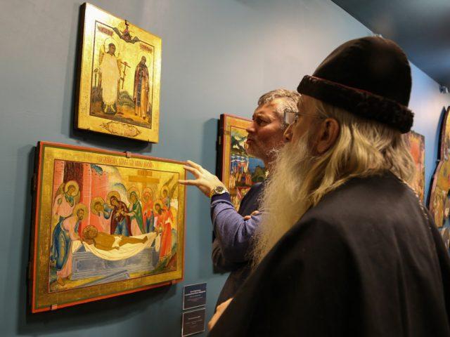 Митрополит Корнилий посетил выставку невьянской иконы в Москве