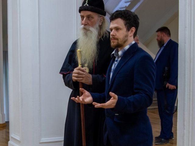 """Митрополит Корнилий посетил художественную выставку """"Завет"""""""