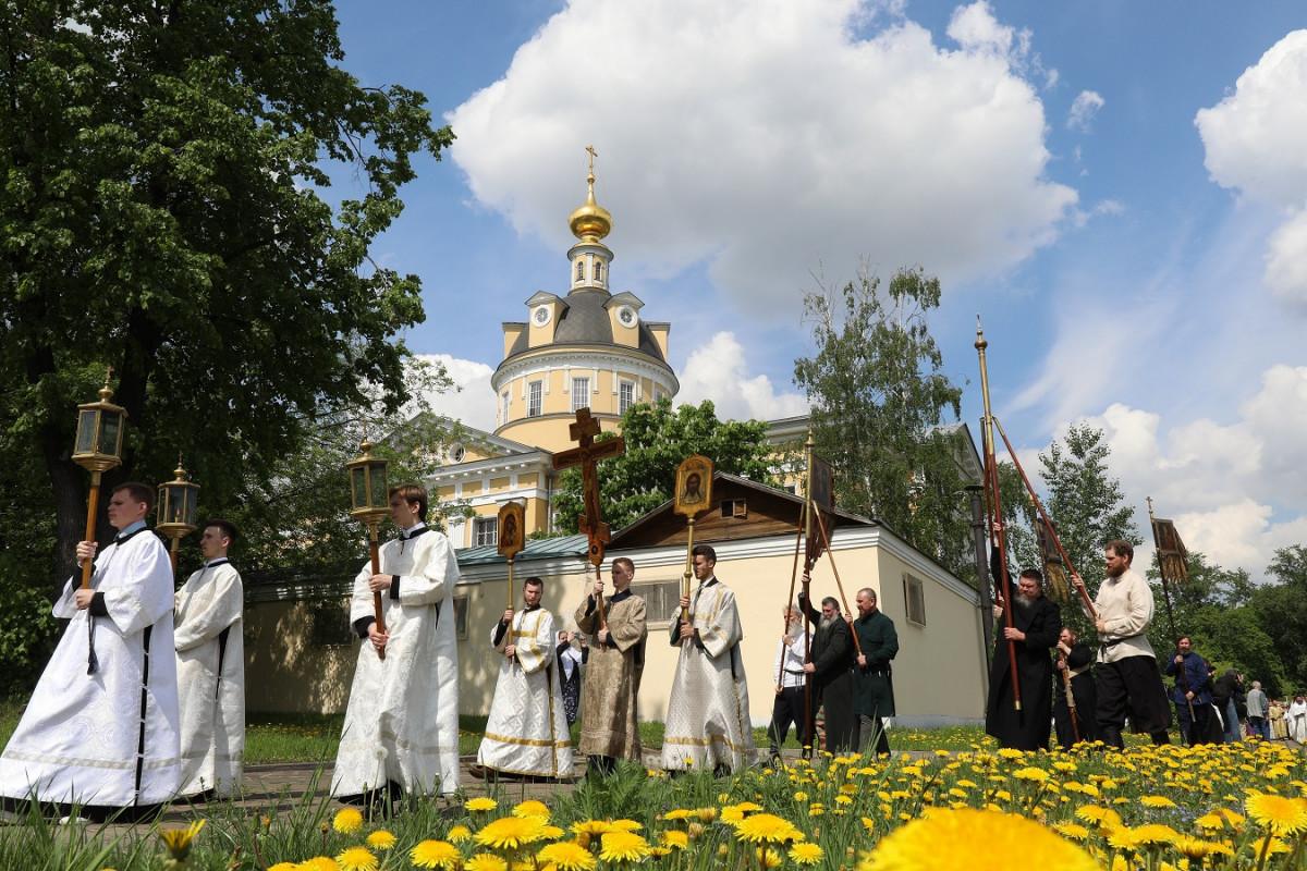 В столице отпраздновали 114-ю годовщину распечатания алтарей Рогожских храмов