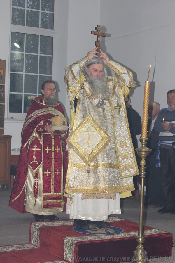 На праздник Воздвижения Креста архиерейская служба прошла в Миассе