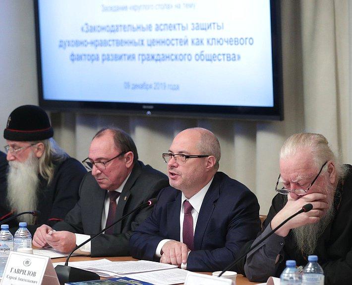 Митрополит Корнилий принял участие в круглом столе в Государственной Думе