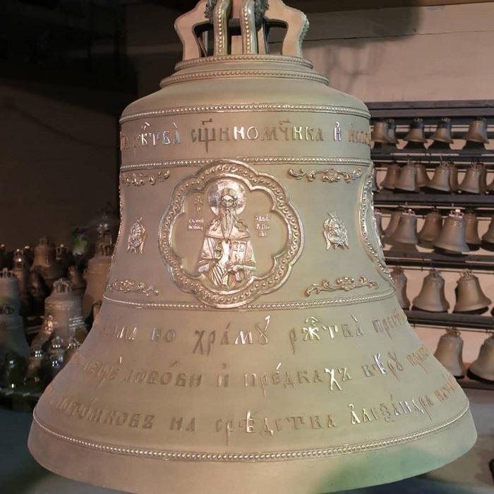 Необычный колокол занял место на звоннице Тураевского храма