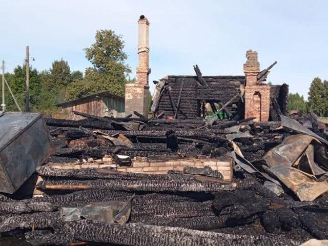 Сгорел храм в деревне Рытово