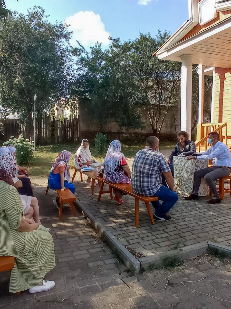 Прихожане храма в Клинцах встретились с представителями власти